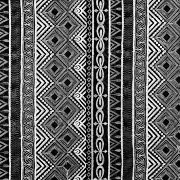 Voile noir broderies ethniques blanches et grises