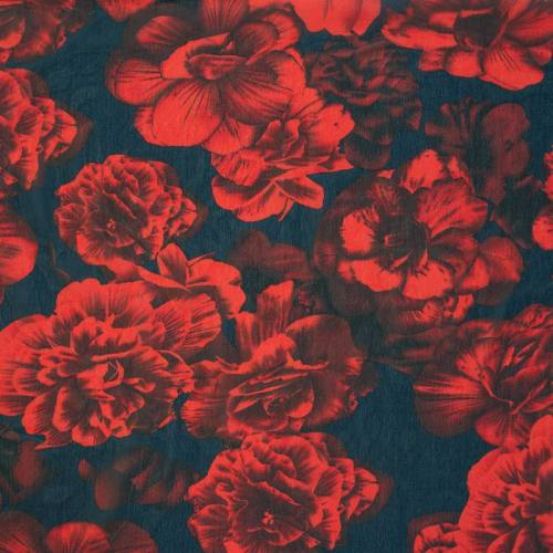 Mousseline de crêpe bleu à fleurs rouges