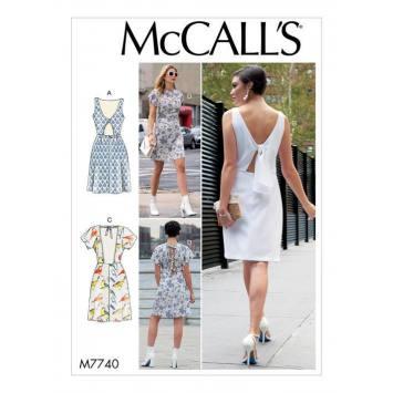 Patron McCall's M7740 : Robes 42-50