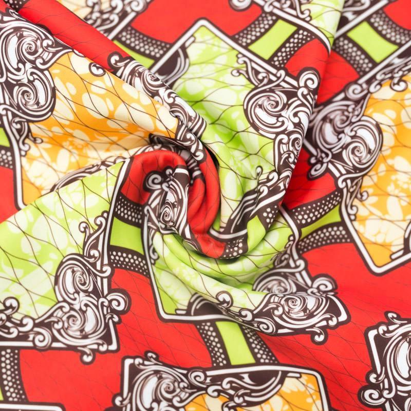 Lycra rouge imprimé wax triangle arabesque vert et orange