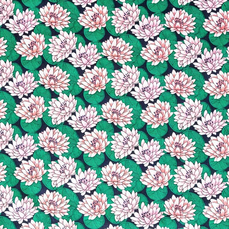 Coton bleu marine motif nénuphar vert et rose