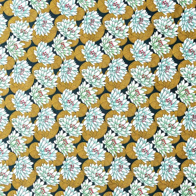 Coton noir motif nénuphar ocre et vert