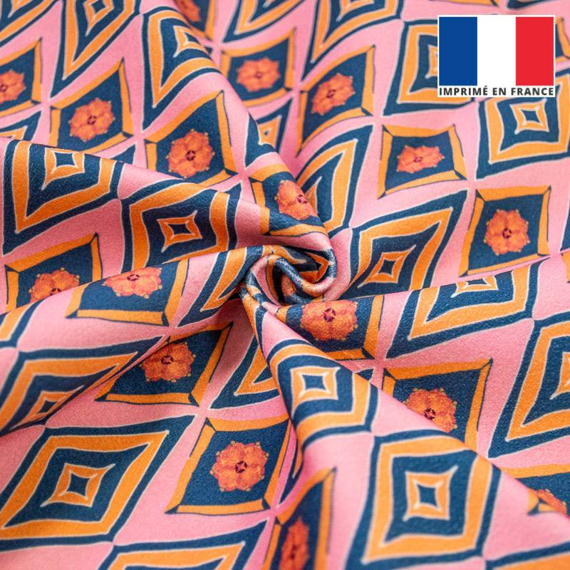 Velours ras rose motif losange ethnique jaune, orange et bleu