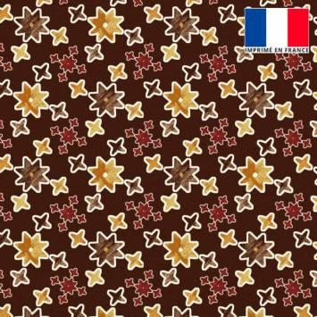 Velours ras marron motif étoile géométrique jaune et rouge