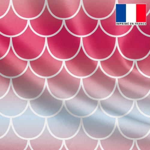 Tissu satiné imprimé écailles de sirène dégradées rose à bleu clair