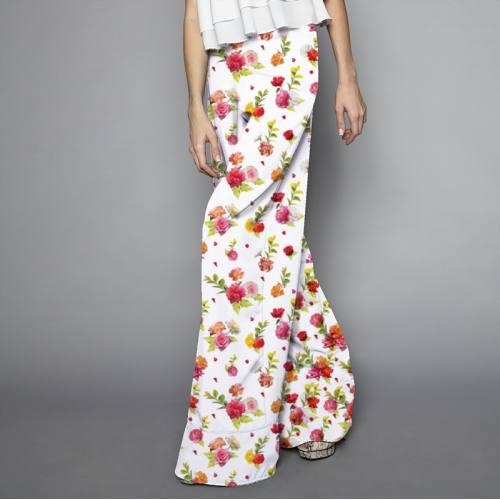 Satin écru motif bouquet de roses