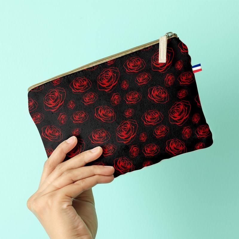 Kit pochette noire motif tête de mort et roses