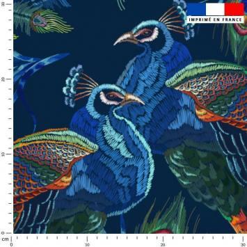 Tissu caban twill bleu motif paon brodé