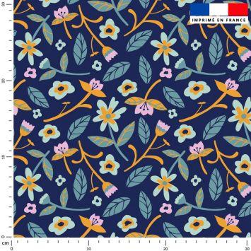 Fleurs et tige - Fond violet - Création Julia Amorós