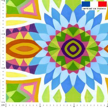 Fleur aux pétales bleus - Fond multicolore - Création Lita Blanc