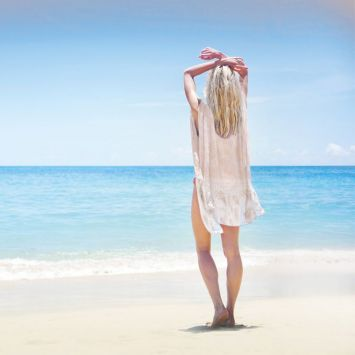 Coupon 135x200 cm de mousseline pour poncho de plage motif feuille tie and dye
