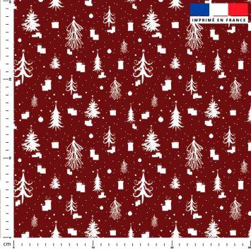 Sapin de Noel et cadeau blanc - Fond rouge
