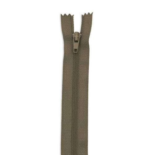Fermeture 25 cm polyester non séparable kaki col 150